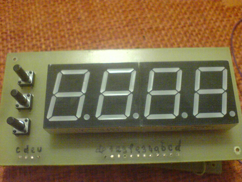В этом проекте часы собраны на двух лампах ин, а текущий режим (часы/минуты) отображается светодиодами.